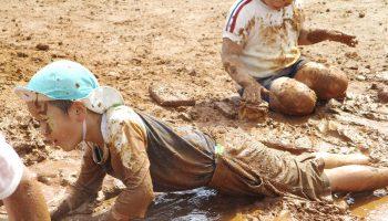 全身で土・泥あそび 自然素材